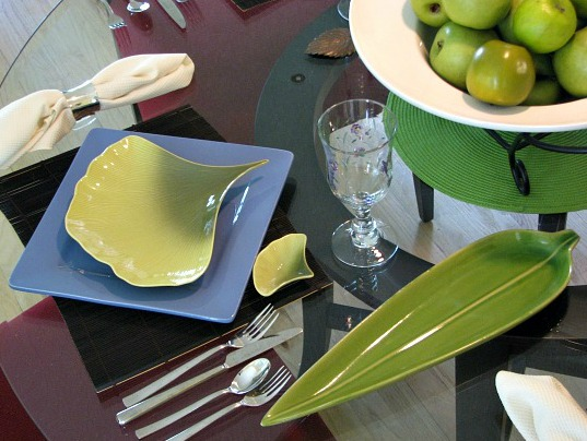 spring table setting idea Blue Plate with green leaf shaped platter.
