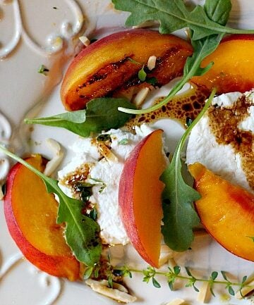 Grilled peach salad with arugula and goat cheese