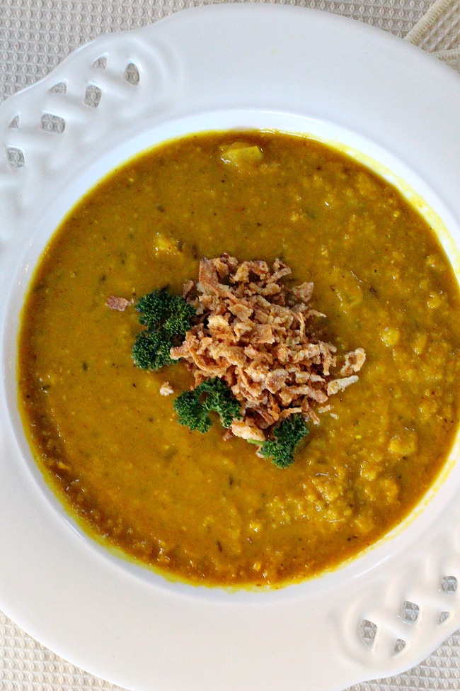 Healthy Turmeric Lentil Soup Recipe. Absolutely delicious and easy dinner idea.
