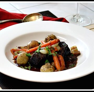 Red wine beef stew with carrots