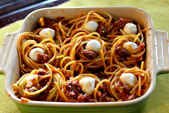 Spaghetti bake with fresh mozzarella