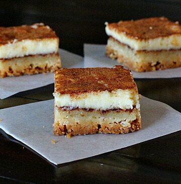 Churros Cheesecake Bars. Super easy, super addictive and very kid friendly