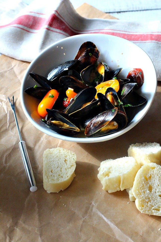 Cook Street Mussels with White Wine Pernod Broth. Easy Mussels Recipe.