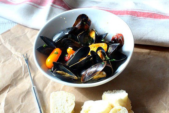 Easy mussel recipe cooked in wine and butter