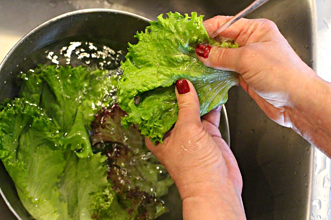 Secrets to making the best tossed salad.